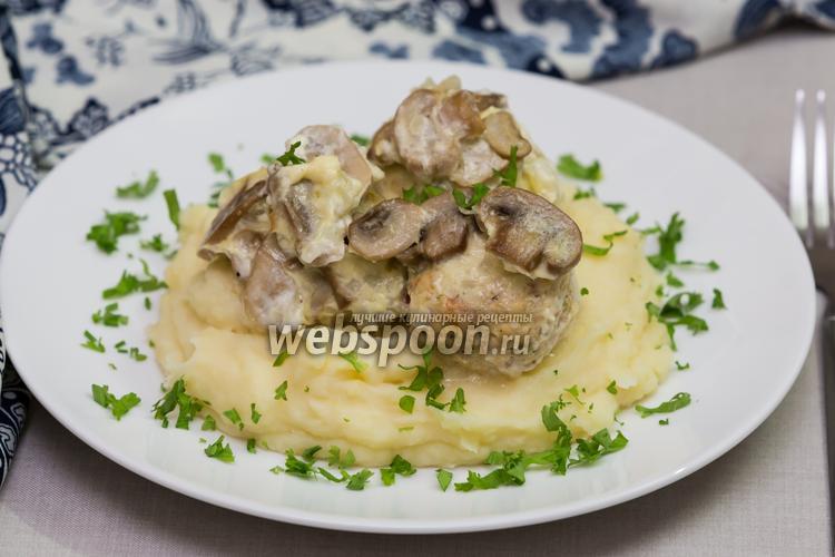 Фото Куриные тефтели под сливочно-грибным соусом