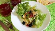 Фото рецепта Салат с копчёной грудинкой и зеленью