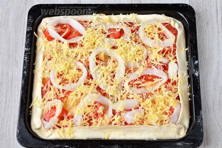 Посыпаем тёртым сыром.