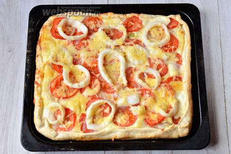 Готовим пиццу в духовом шкафу при 200 С° 20 минут в среднем. Подаём на стол горяченькую. Приятного аппетита!