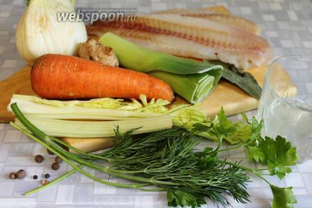 Для приготовления блюда взять рыбу, лук, сельдерей, морковь, имбирь, фенхель, стебли укропа и розетку укропа из рассола, петрушку, перец горошком, гвоздику, соль.