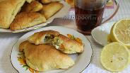 Фото рецепта Слоёные пирожки с рыбой и яйцом