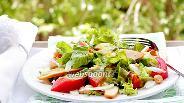 Фото рецепта Салат с копчёной курицей, горохом нут в горчично-чесночной заправке