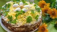 Фото рецепта Печёночный торт из куриной печени с грецкими орехами и яйцом