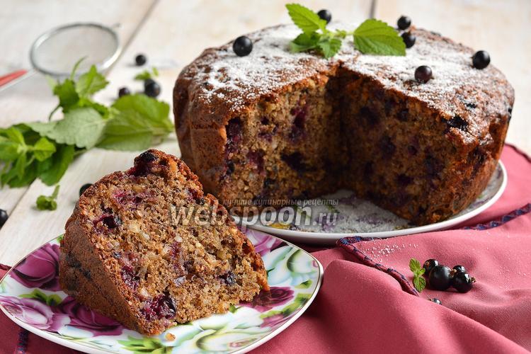 Фото Ореховый пирог с чёрной смородиной