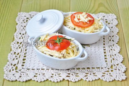 Выложить по кружочку помидора и поставить запекать на 20 минут при температуре 180ºC.