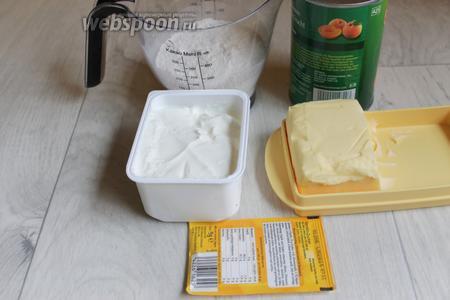 Итак берём такие продукты. Абрикосы в банке, масло сливочное, творог жидкий, муку.