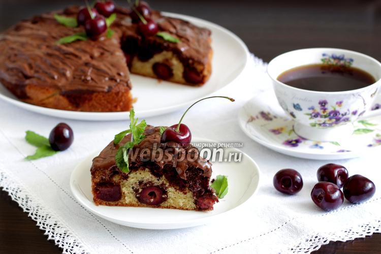 Фото Нежный пирог с черешней и клубникой