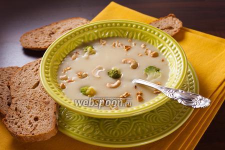 Суп с цветной капустой романеско и кешью