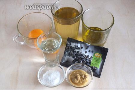 Подготовьте необходимые ингредиенты: желтки, два вида оливкового масла, горчицу, соль, сахар, перец, уксус.