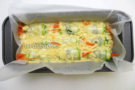 Заливаем подготовленной заливкой и отправляем в горячую духовку на 180 °C до золотистой корочки.