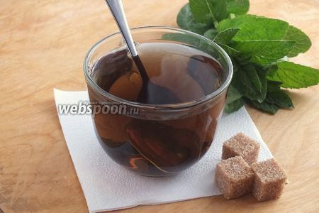 Разлейте горячий напиток в чашки, добавьте кусочки тростникового сахара и подавайте к столу! Приятного чаепития!
