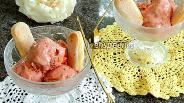 Фото рецепта Клубнично-ревенное йогуртное мороженое
