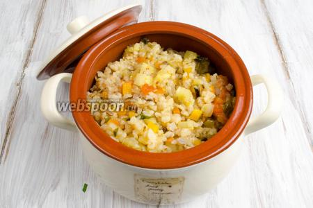 Готовое соте переложить в кастрюлю. Подавать к обеду в тёплом виде в качестве закуски или на гарнир.