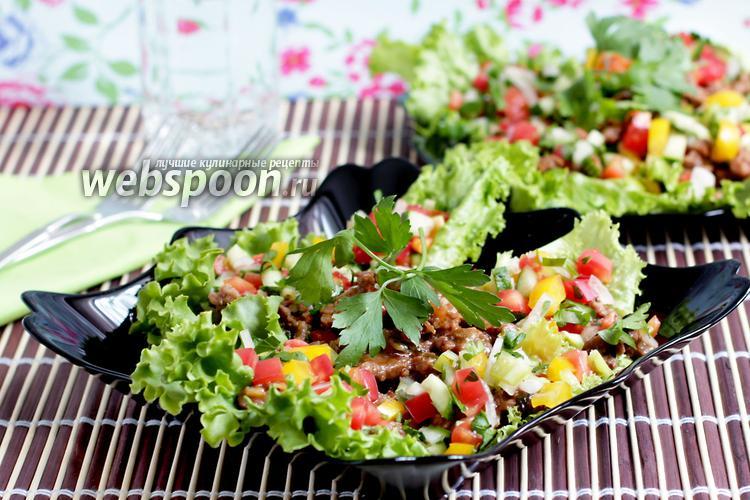 Фото Стир-фрай из говядины на салатных листьях