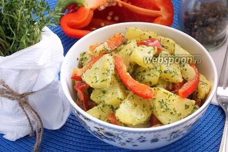 Салат из молодого картофеля с зелёным соусом