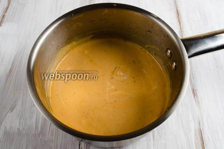 Смешать ингредиенты глазури. Нагреть на медленном огне, помешивая, до получения гладкой консистенции. Глазурь готова.