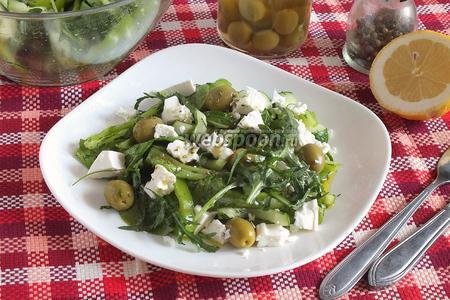Зелёный салат с сербской брынзой