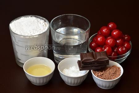 Для приготовления вареников нам понадобится мука, какао, соль, подсолнечное масло, вода, шоколад, крахмал, свежая вишня.