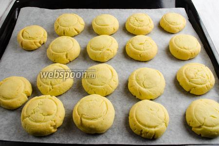 Готовое печенье вынуть их духовки. Остудить.