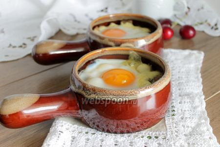 Фото рецепта Яйца с грибами и сыром
