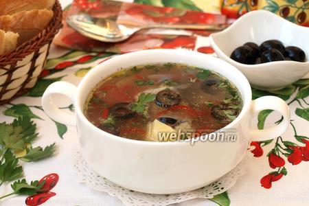Суп с курицей и маслинами