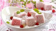 Фото рецепта Малиновые суфлейные кубики