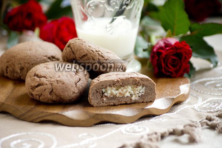 Фото Шоколадное печенье с кокосовой начинкой