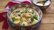 Фото рецепта Украинские галушки с курицей и соусом