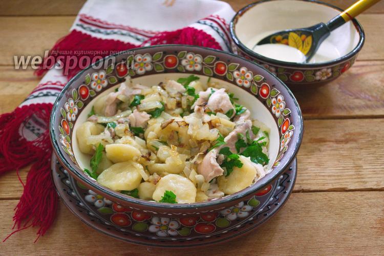 Фото Украинские галушки с курицей и соусом