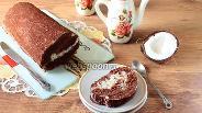 Фото рецепта Шоколадно-пудинговый рулет с кокосовым кремом