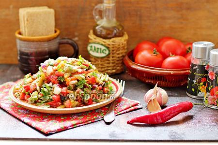 Салат из печёных и свежих овощей