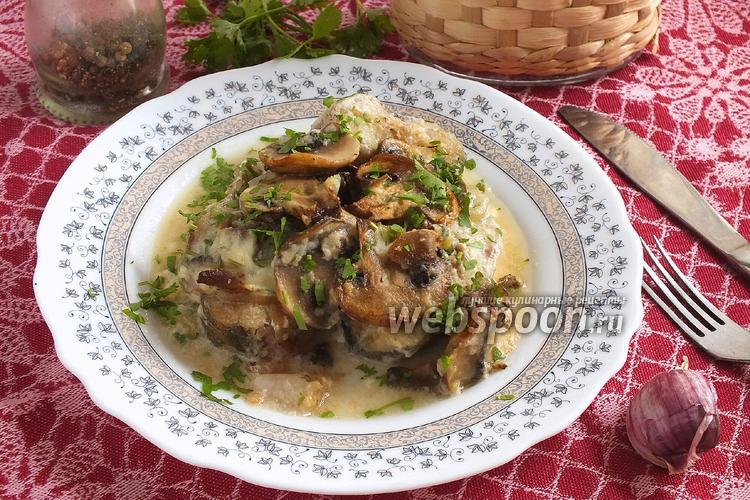 Фото Хек с грибами в сырном соусе