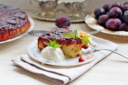 Пирог-перевёртыш со сливой