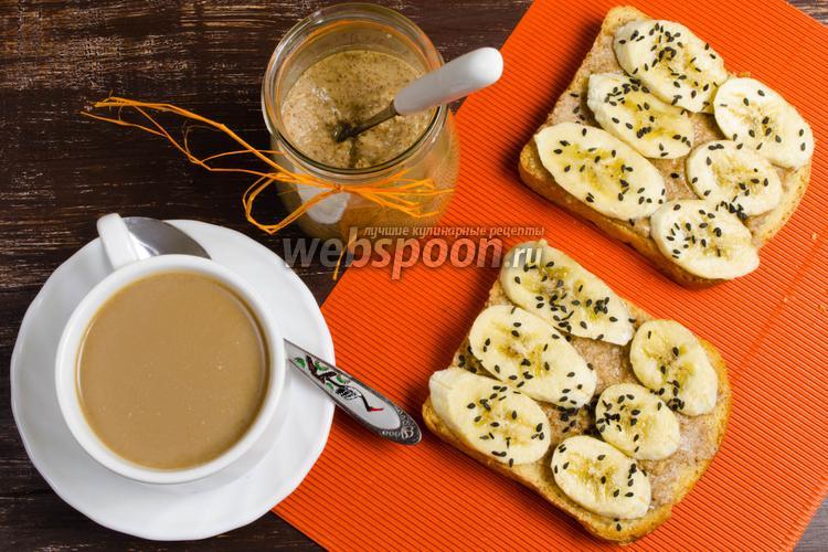 Фото Тосты с миндальным маслом и бананом