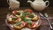 Фото рецепта Гренки (кростини) с моцареллой и базиликом