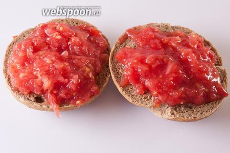 Выкладываем тёртый помидор на паксимади.