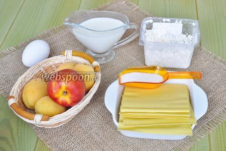 Для лазаньи приготовим творог, листы лазаньи, сахар, фрукты, сливки можно питьевые, яйцо, немного сметаны и для подачи любой сироп. Я буду подавать с соусом из свежей малины.