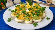 Фото рецепта Яйца фаршированные сыром фета