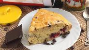 Фото рецепта Сметанник с ягодами и кофейным шоколадом
