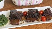 Фото рецепта Говяжьи рёбра со шпинатным соусом