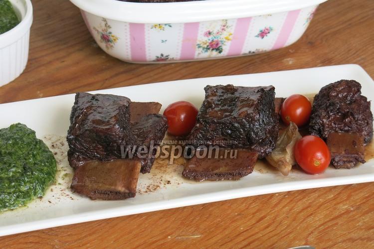 Фото Говяжьи рёбра со шпинатным соусом