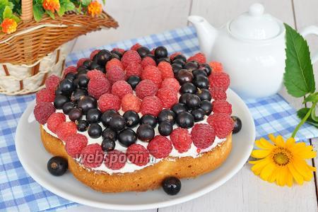 Миндальный пирог с ягодами