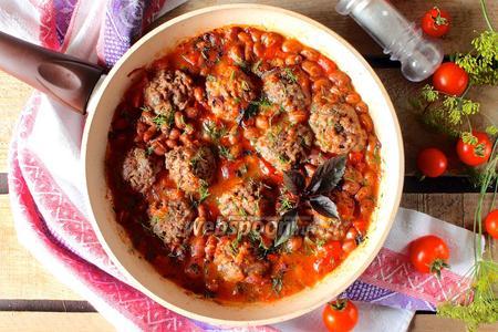 Тефтели с фасолью в томатном соусе