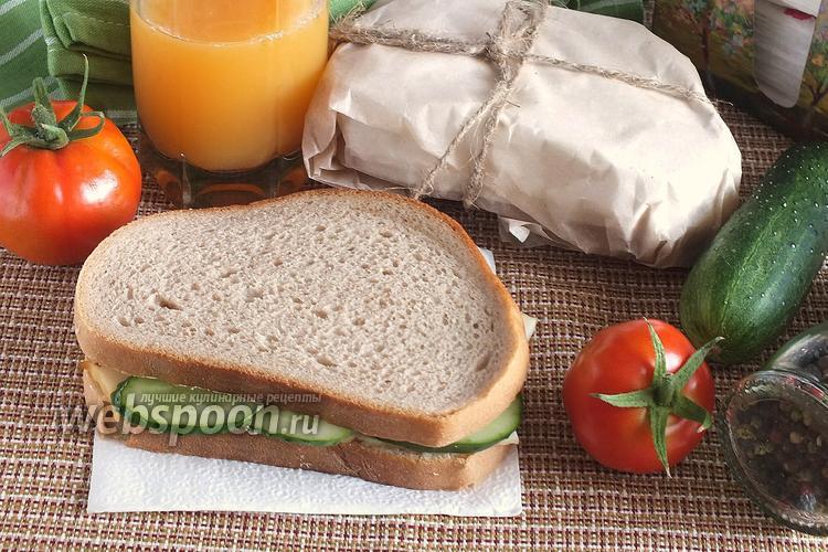 Фото Сэндвичи с копчёным кальмаром и огурцом
