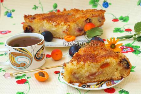 Кокосовый пирог с абрикосами и сливой