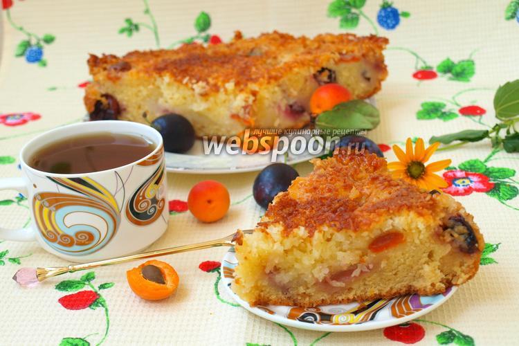 Фото Кокосовый пирог с абрикосами и сливой