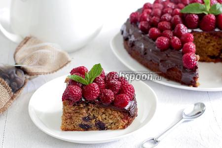 Кофейный пирог с черникой и малиной