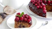 Фото рецепта Кофейный пирог с черникой и малиной
