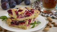 Фото рецепта Пирог со сливами, миндалём и сахарной корочкой
